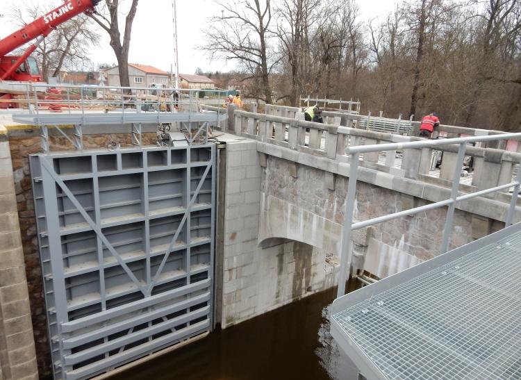 Nová vrata se spuštěným mostem